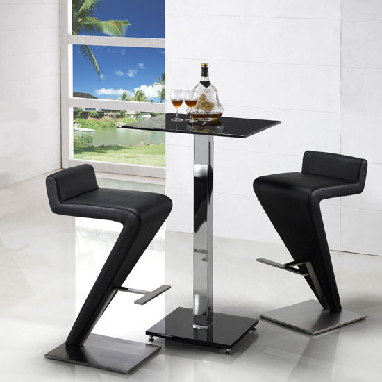 Café Furniture – Not Just For Bistros Any More!