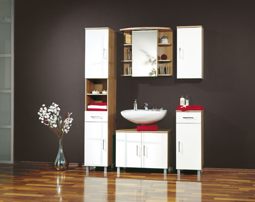 Materials Required to Install Wood Floor Paneling in a Bathroom