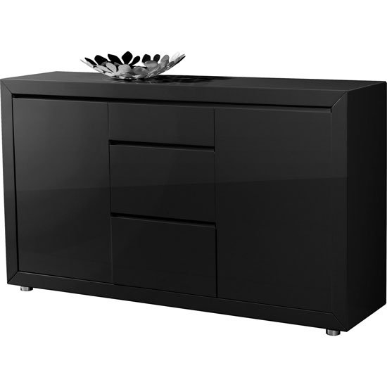 Spice Up Your Dining Room With an Elegant Sideboard