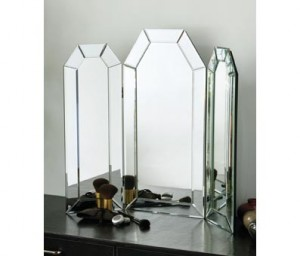 What to look out for when buying dressing table in glass?