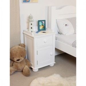 Bedside cabinet for the kids is the most important thing to choose