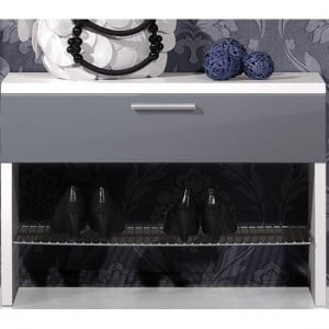Shoe rack in the hallway-A way to organize your home