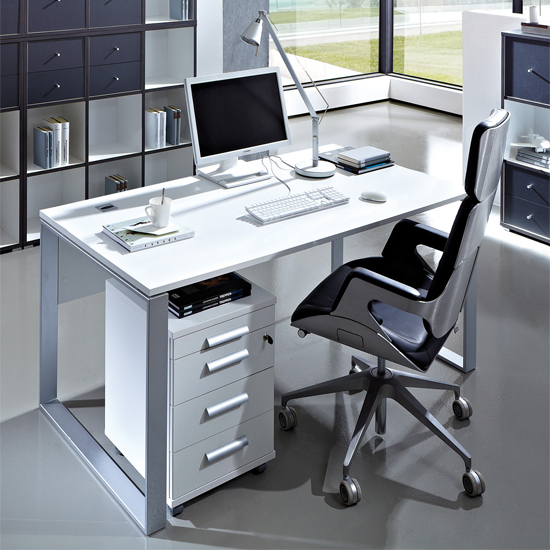 Computer Desks For Big Monitors: 5 Aspects To Consider Before Buying
