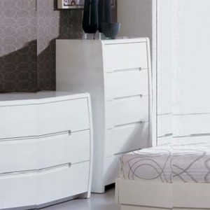 Decorating tips for bedroom furniture including chest of drawers