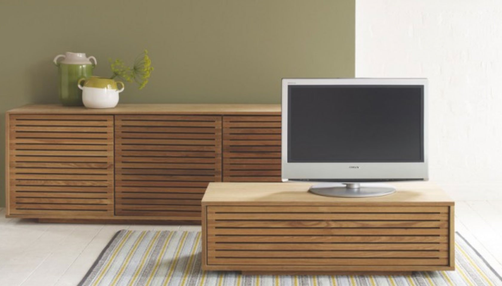 6 Reasons To Go With Wooden Corner TV Stands For Flat Screens