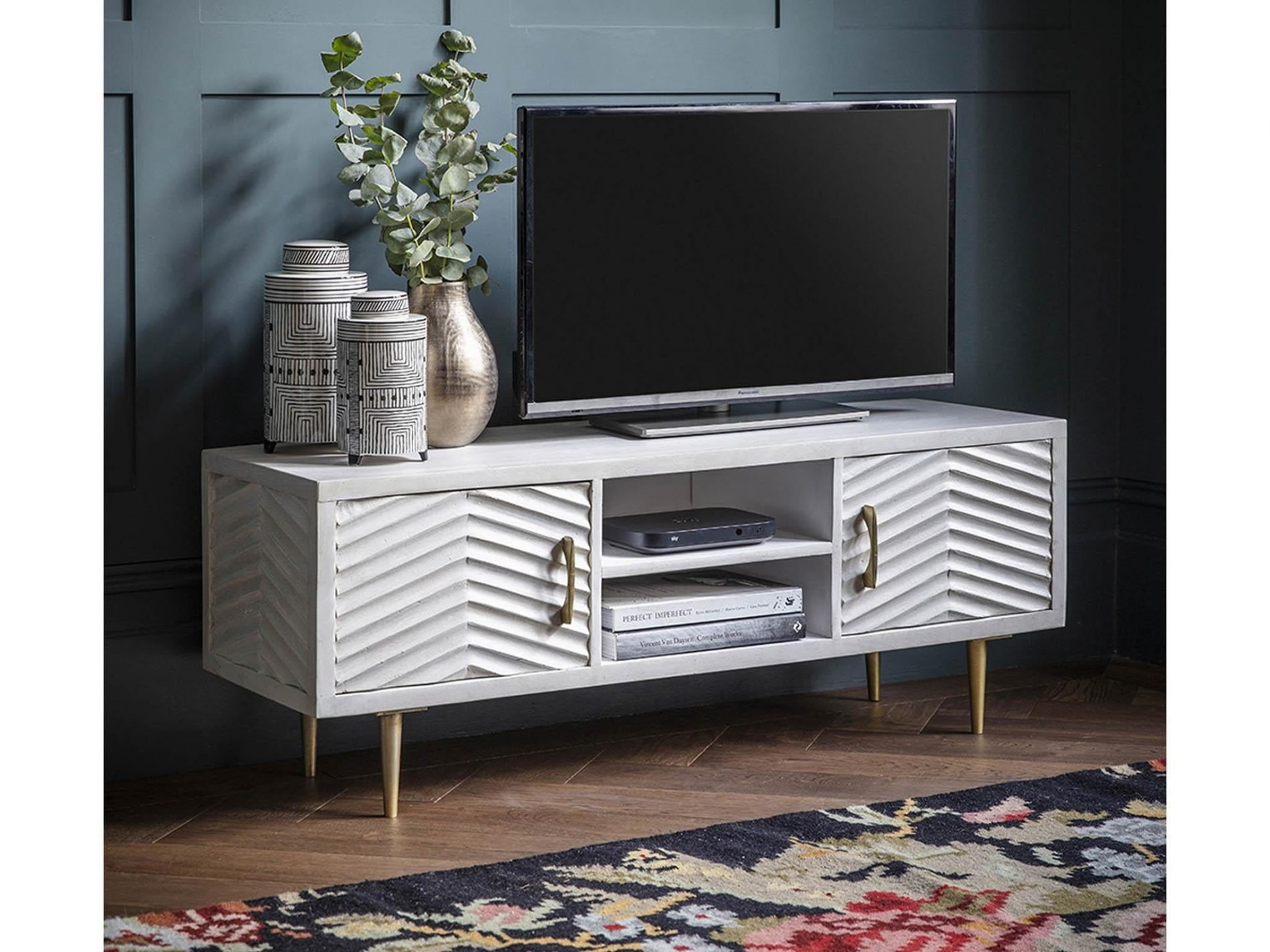 Where To Put Large TV Stands For Flat Screen TV To Create Efficient Interior Layout