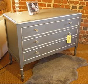 chest drawers 3 300x288 - Painting A Chest Of Drawers Ideas
