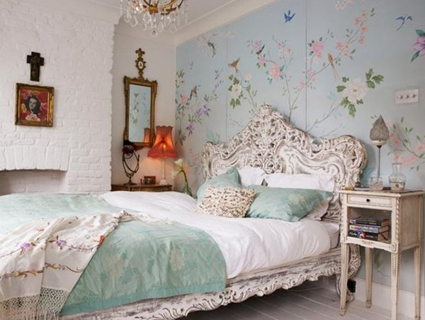 How to Decorate a Bedroom with Floral Prints: Floral Bedroom Decor Tips