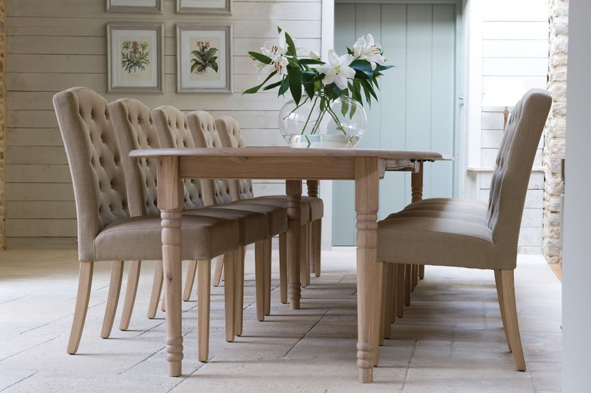 Tips On Choosing Fabric Dining Chairs With Oak Legs