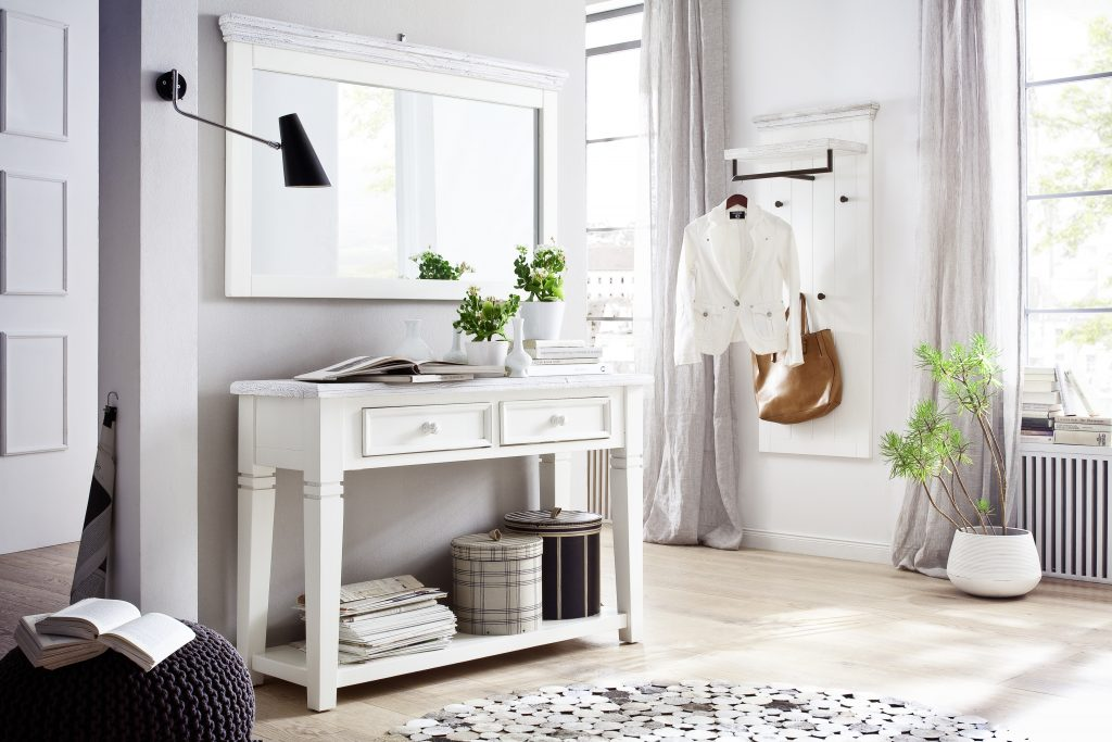 Declutter Your Hallway Entrance in Six Easy Steps