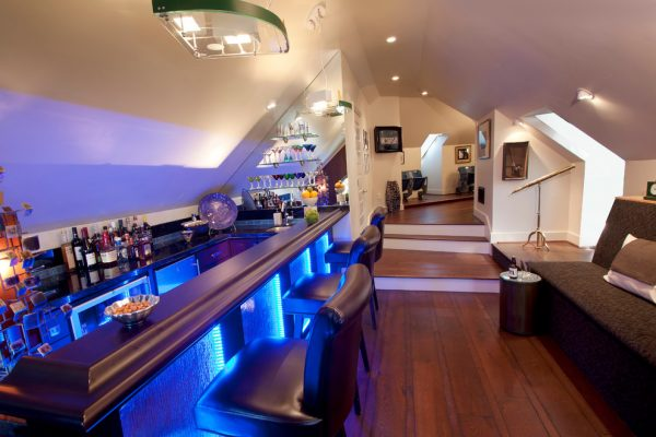 home sports bar e1493905437561 - Home Bar Table of Your Dreams: Top Trends For 2017