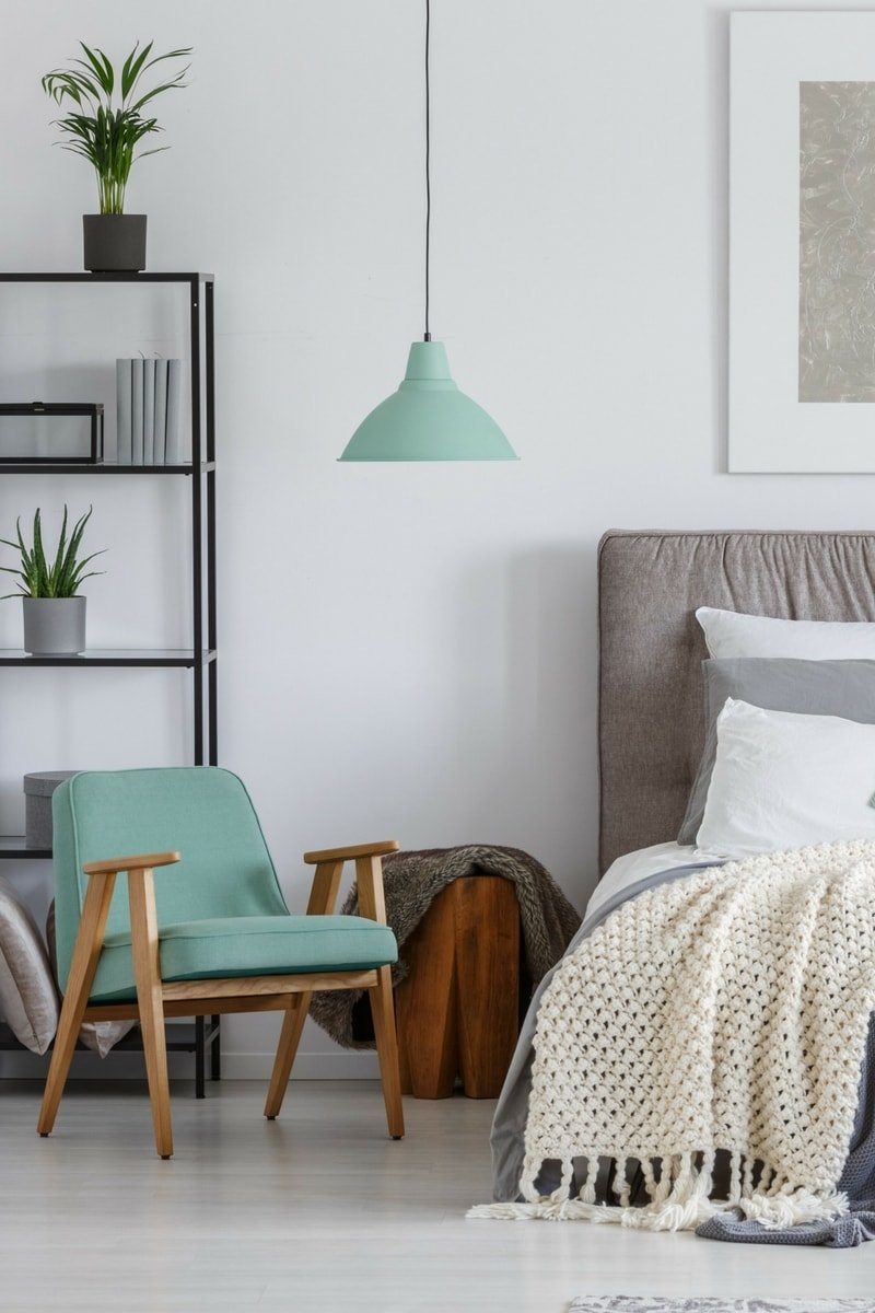 blog december 17 2 - 10 things every bedroom should have!