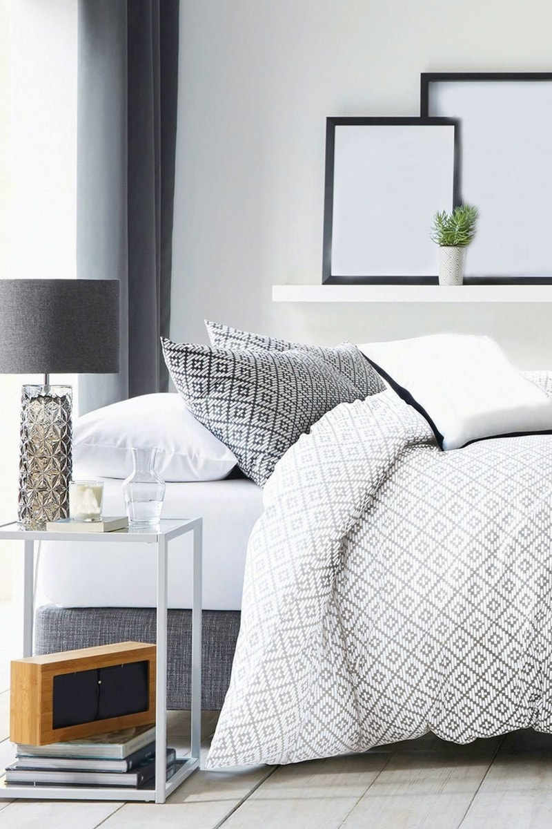 blog december 17 4 - 10 things every bedroom should have!