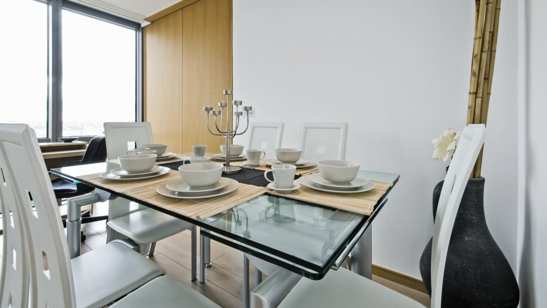 Have Perfect Parties With a Glass Dining Table That Expands