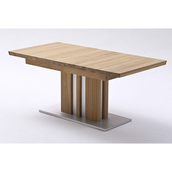 Choosing The Right Type Of Wood  Dining Table For Your  Dining Room