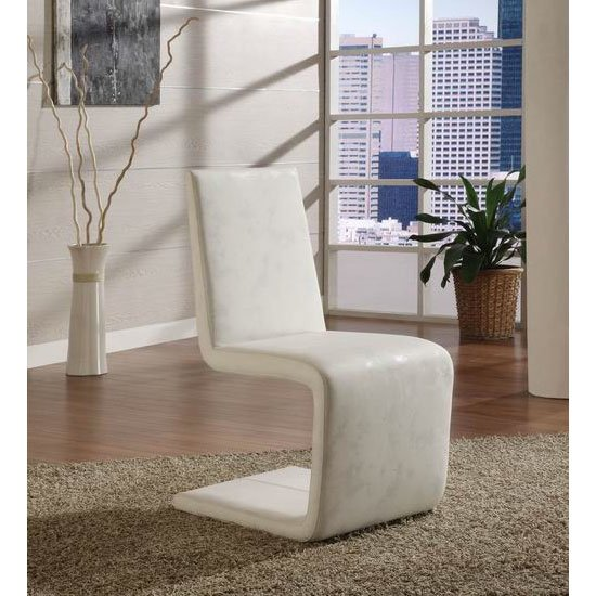 5 Reasons To Go With Faux Leather Dining Chairs