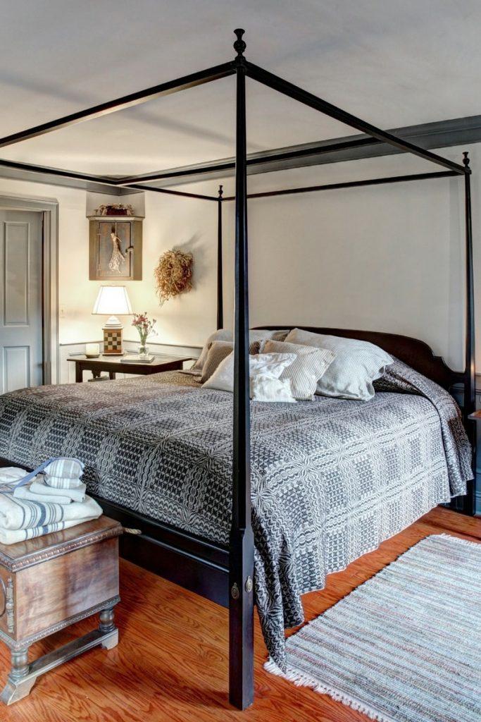 10 Tricks to Make Your Master Bedroom Feel Bigger 5 683x1024 - 10 Tricks to Make Your Master Bedroom Feel Bigger