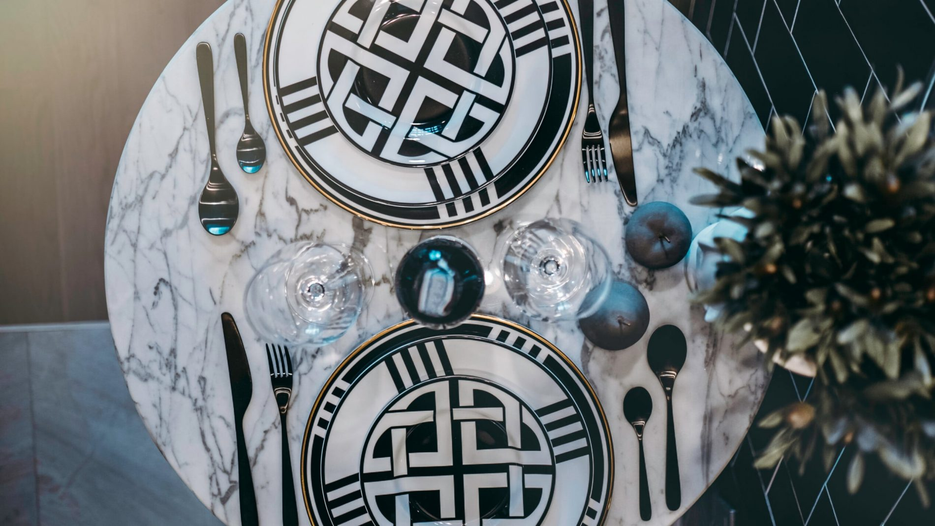 5 stylish types of marble dining table & chairs